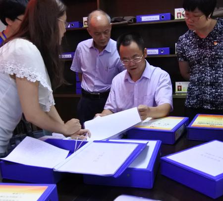 区委常委、组织部部长周益成到社区检查党建工作